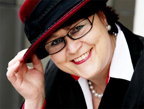 Frauen und Hüte: Der rote Hut