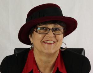 Wenn Angelika Albrecht Hutkönigin wäre: Hier der rote Hut für tagsüber