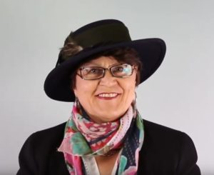 Unboxing der Hüte: Einer der beiden Hüte